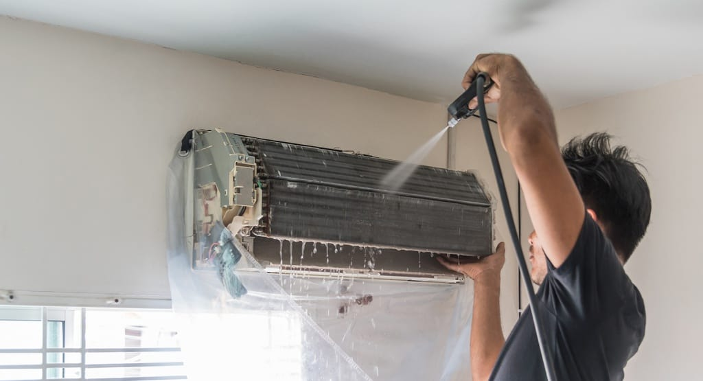 AC Technician doing AC Servicing Dubai